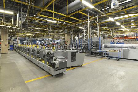 maquinas industriales modernas en una imprenta