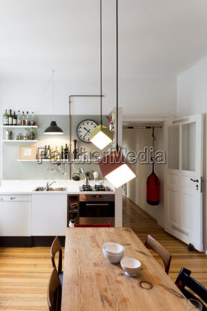 corredor mesa de comedor moderno puerta