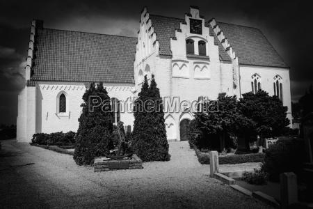 paseo viaje religion iglesia muerte arbol