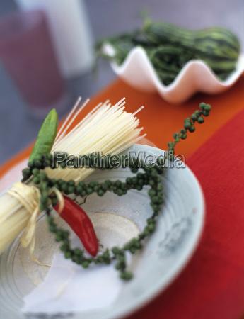 fideos de arroz con chile verde