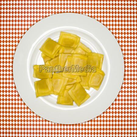 contraste frescura placa crudo italiano pasta