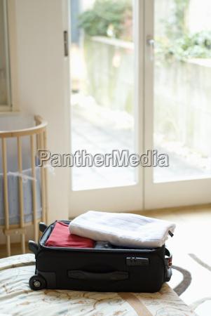 paseo viaje ventana cama caso maletas