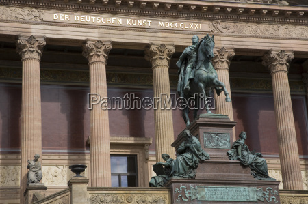 escribir paseo viaje ciudad monumento estatua