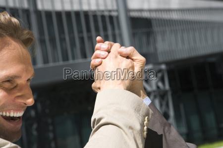 gesto risilla sonrisas mano manos apreton