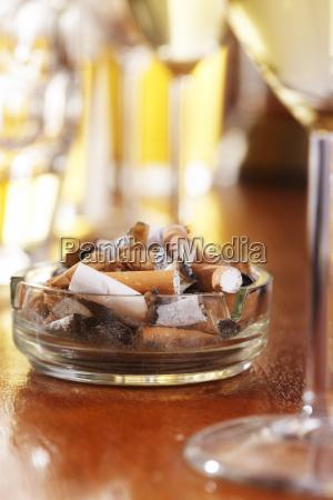 cigarrillo cafe vidrio vaso peligro riesgo