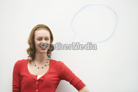 mujer con globo de voz