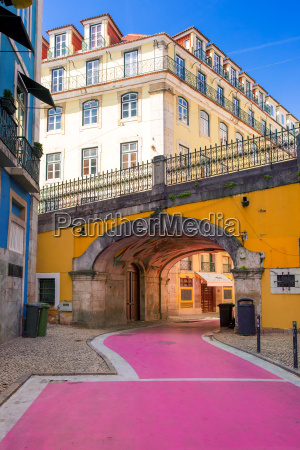 the famous pink street in lisbon