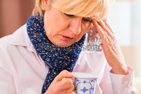 beber te para curar su gripe