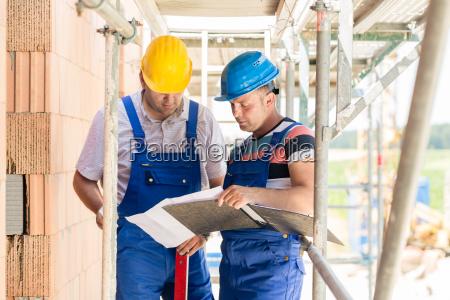 trabajadores de la construccion en el