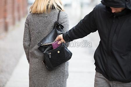 robar robo carterista bolso talega bolsillo