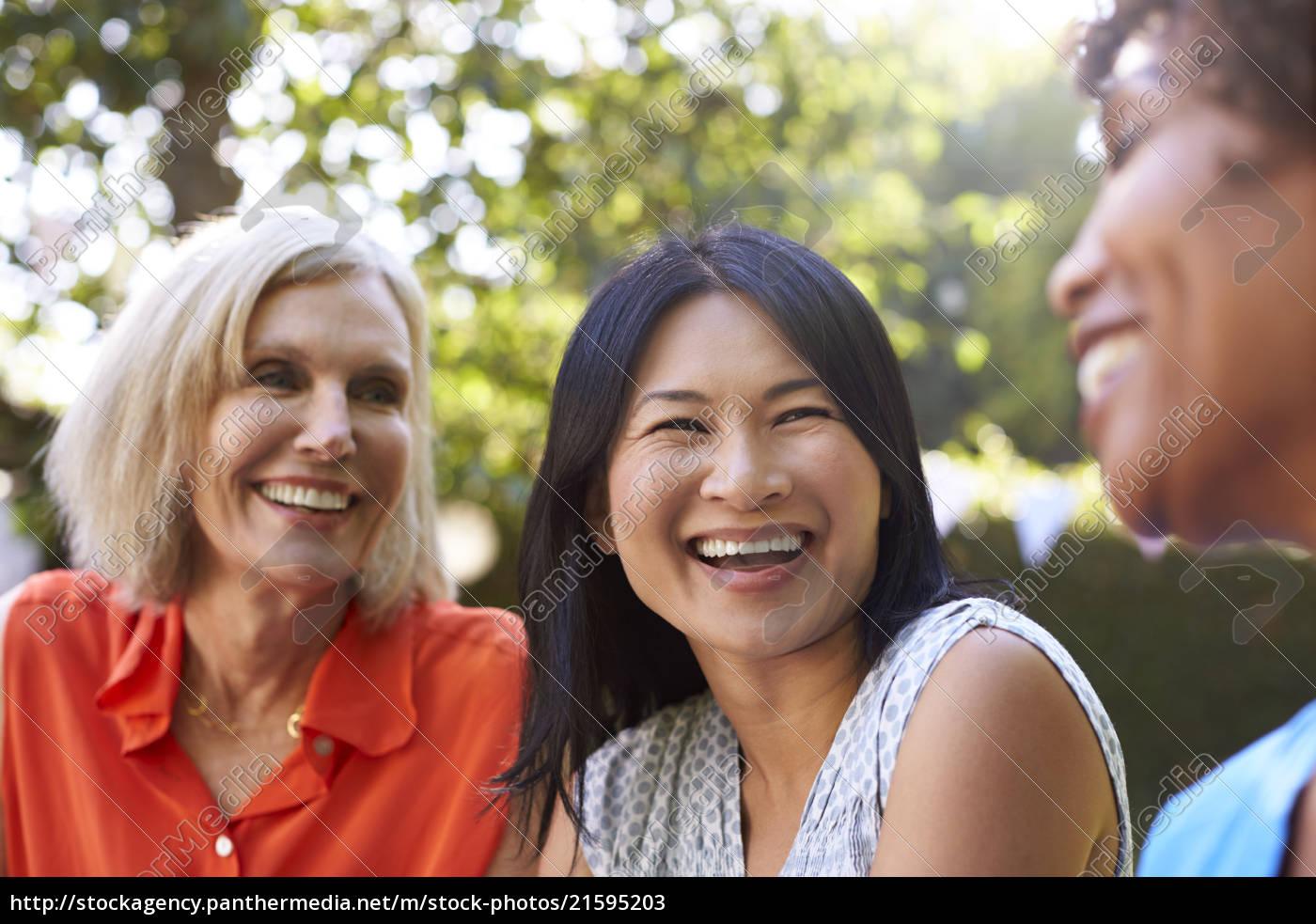 Amigas Maduras stockphoto 21595203 - amigas maduras socializando en el patio juntos