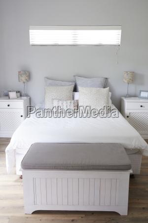 interior de elegante dormitorio contemporaneo