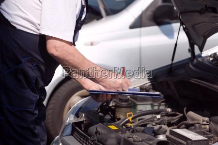 coche o mecanico de motor comprobar