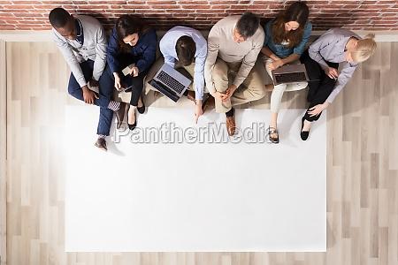 vista aerea de diversas personas con