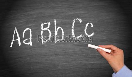 escribiendo abc en pizarra o pizarra