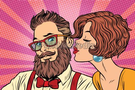 pareja heterosexual hermosa mujer besa a