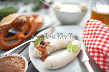 salchicha blanca con mostaza dulce