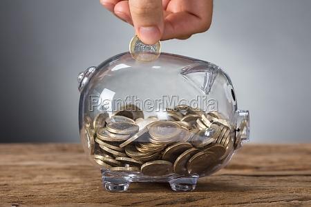insercion manual de monedas en banco