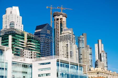 rascacielos en el barrio de puerto