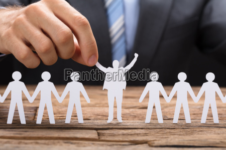 forretningsmand holding vellykket papir executive midt