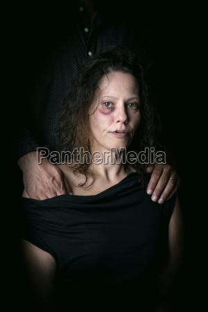 mujer libertad miedo abuso violencia ayuda