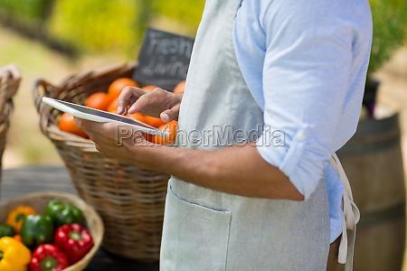 comida masculino caucasico europeo frescura mercado