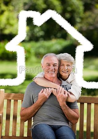 pareja mayor sentada en el parque