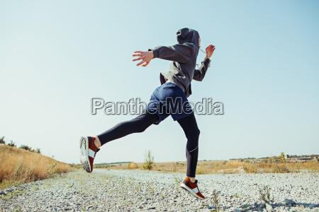 deporte de carrera hombre corredor corriendo