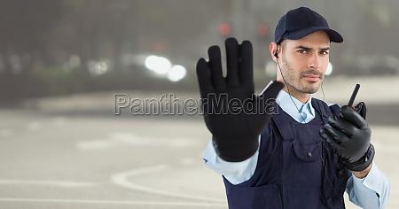 guardia de seguridad con walkie talkie