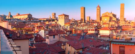 vista, aérea, de, torres, y, tejados - 23604282