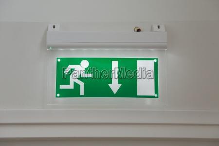 interior pared emergencia salida firmar saltar