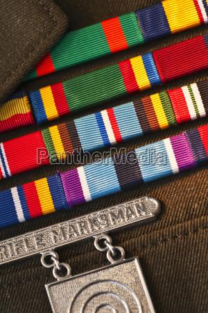 insignias de servicios armados