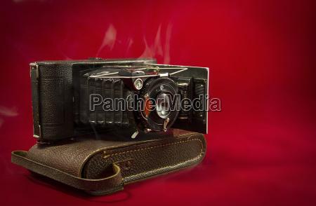 lente nostalgico fuelle fondo rojo viejo