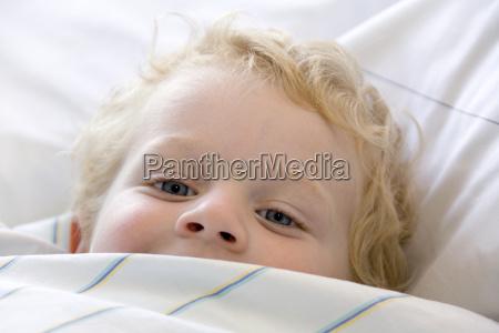 personas gente hombre cama persona transversal