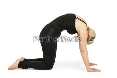 yoga mujer blackmarjaryasana