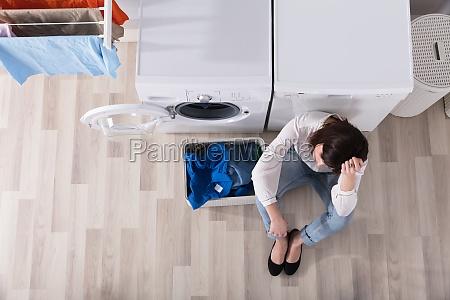mujer espacio ver ropa lavado lavanderia