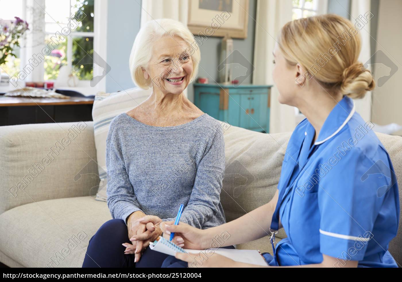enfermera, comunitaria, visita, a, la, mujer - 25120004