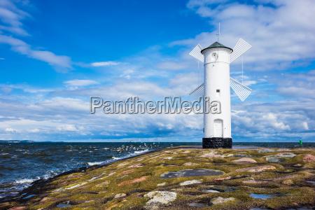 mole en la costa baltica en