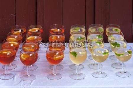 naturaleza muerta vidrio vaso comida bebidas