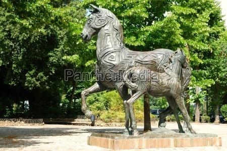 caballo estatua europa toscana cifras desierto