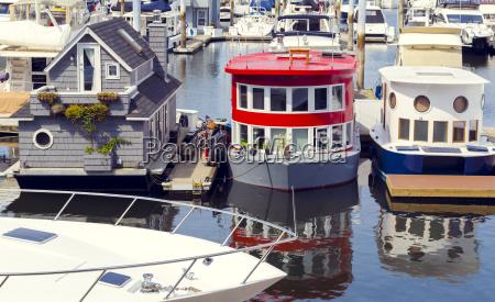 estas casas pequenyas modernas del barco