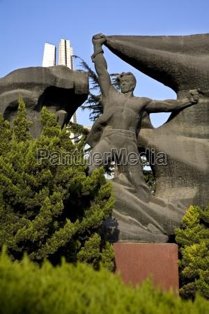 heros monument in huangpu park the