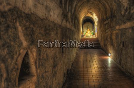 sala escalera corredor paseo viaje religion