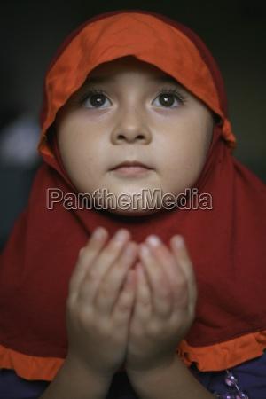 little girl holding hands up