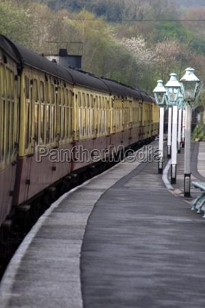 estacion tren vehiculo transporte trafico carril