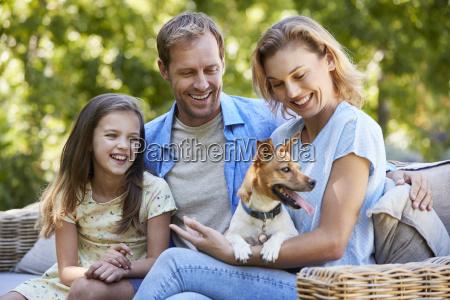 mujer risilla sonrisas ocio jardin mascotas