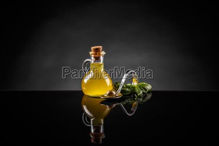aceite aceituna botella bodegona concepto composicion