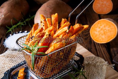 patatas fritas crujientes de patata dulce