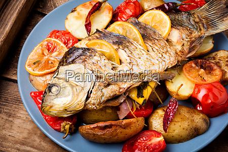 delicioso pescado a la parrilla