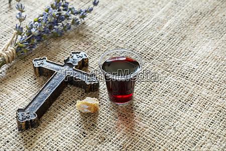 comunion con copa de vino y
